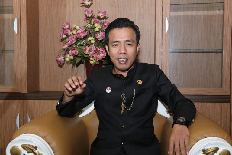 Ketua F-PKB DPRD Jatim Sentil Khofifah Terkait Keterlambatan Gaji Nakes Poskesdes