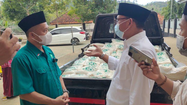 Wakil Sekretaris PKB Jatim Aliyadi Mustofa Bagikan 500 Paket Sembako dan Satunan Yatim Piatu